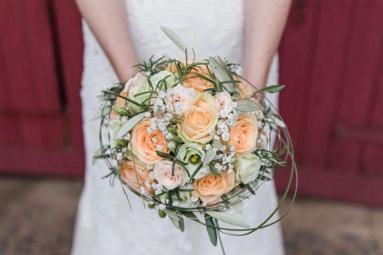 DIY Hochzeit mit Rosmarin und Rostelementen